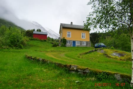 A small cozy old house in Stardalen i Jølster