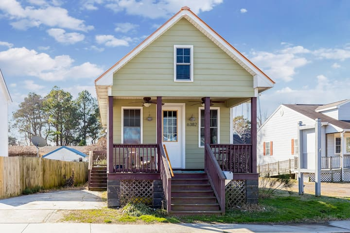 Cool Shack is an adorable dog-friendly Vacation Rental on Chincoteague Island! This New Orleans inspired Cottage is in a great location - stroll to downtown shops, dining, and more!