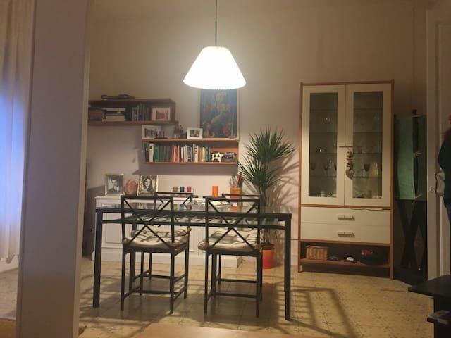 Cozy individual room - L'Hospitalet de Llobregat - บ้าน