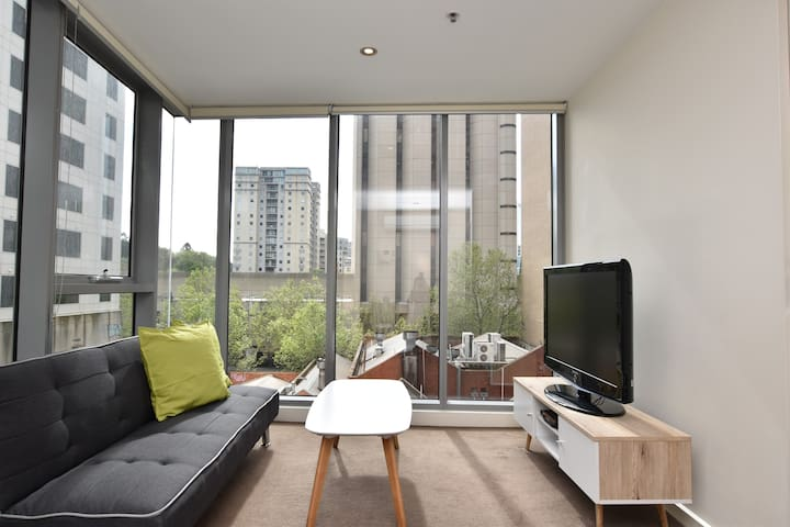 urban living modern 1 bedroom apartment apartments for rent in melbourne victoria australia. Black Bedroom Furniture Sets. Home Design Ideas