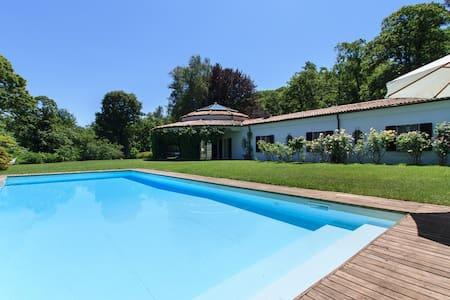 Eye-catching villa with pool! - Dormelletto - Villa