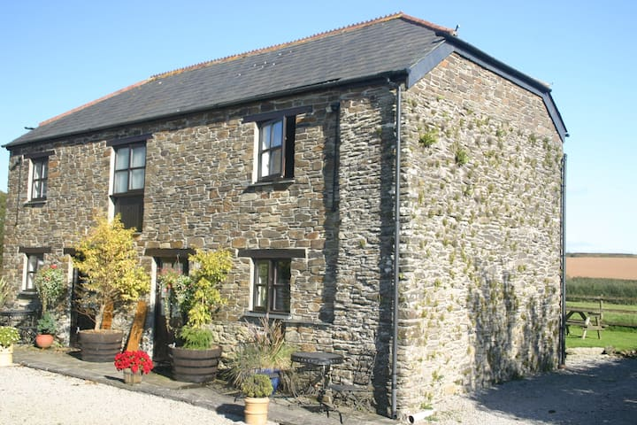 The Owl, Country Views in Cornwall