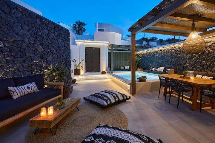 Floria Suites - Two Bedroom Cave Suite, Spa Bath