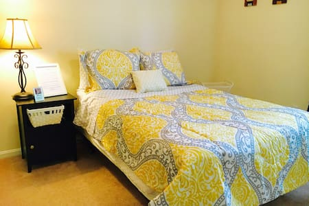 Cozy large bedroom with wifi - Germantown