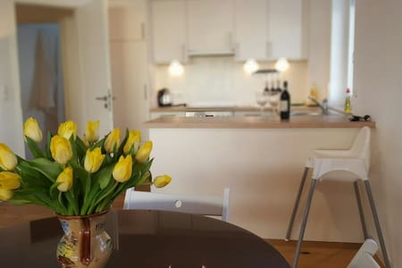"""Yellow tulips"" apartment with mountain view - Garmisch-Partenkirchen - Pis"