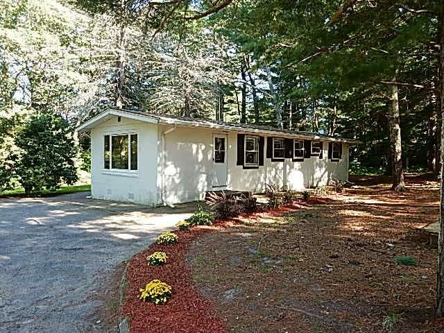Quite wooded 2.5 acres on Cape Cod - Mashpee - House