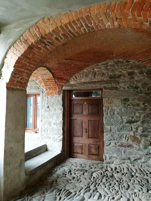 Antico porticato in mattone