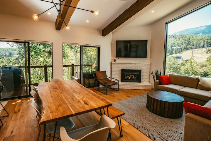 Ski-In Mountain Modern, remodeled with great views