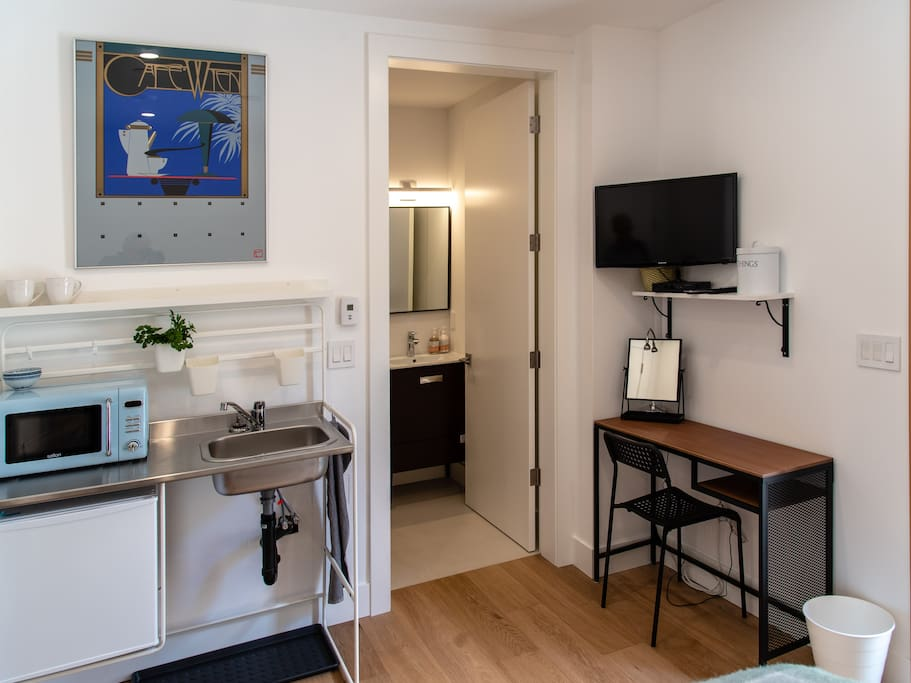 Fridge, microwave, smart tv, ensuite bathroom