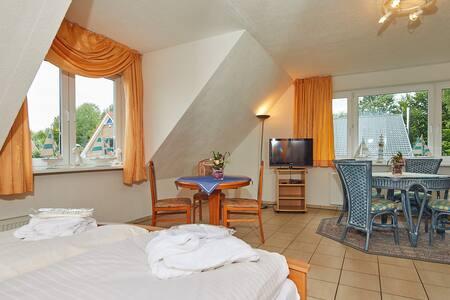 Doppelzimmer mit Pantryküche am Einfelder Badesee