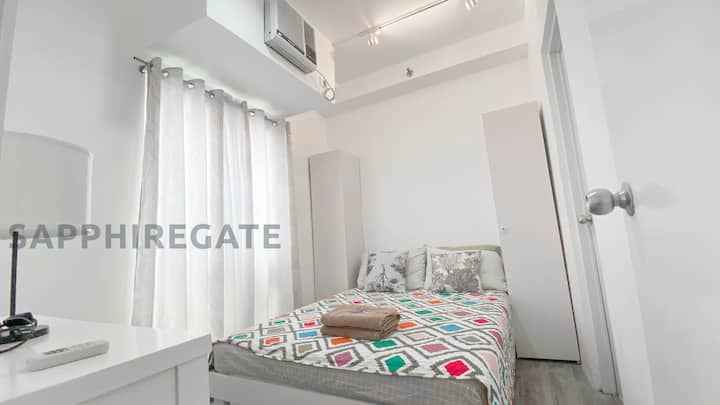 Staycations by Sapphiregate - 1BR (w/ bfast for 2)