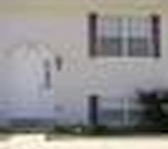 Country type setting close to the big city areas. - Warrenton - Apartamento