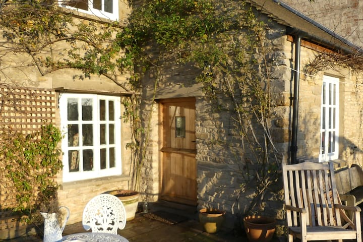 Delightful old Cotswold cottage - single bedroom - Oxfordshire - House