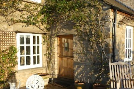 Delightful old Cotswold cottage - single bedroom - Oxfordshire