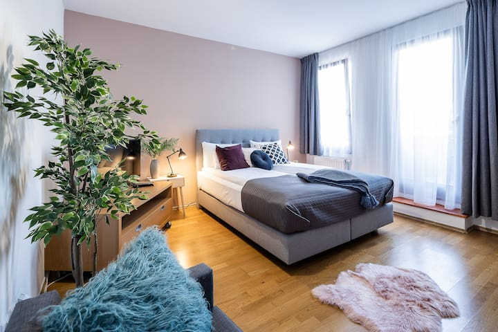 Cozy Studio Apartment at Deak Ferenc Square