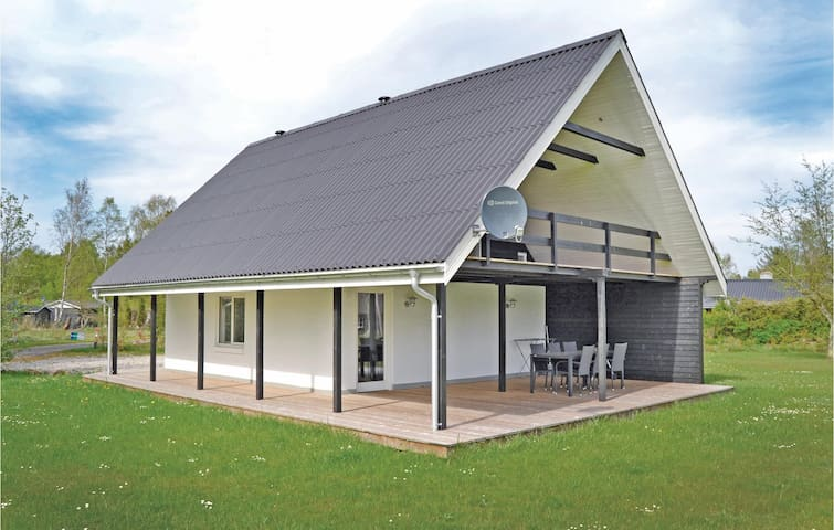 Holiday cottage with 2 bedrooms on 92m² in Hals