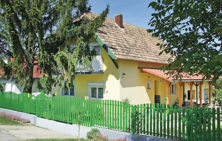 Holiday cottage with 5 bedrooms on 120m² in Fonyód