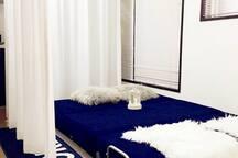 大客厅双人沙发床可以隔出浪漫私密空间