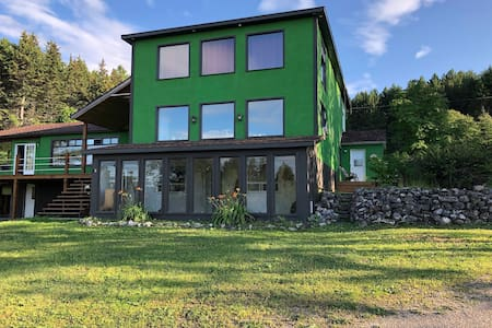 Grand logement entre mer et montagne - Gaspésie