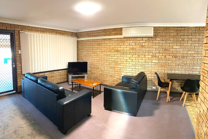2 Bedroom-perfect long term stay! Wifi/ Cleaning