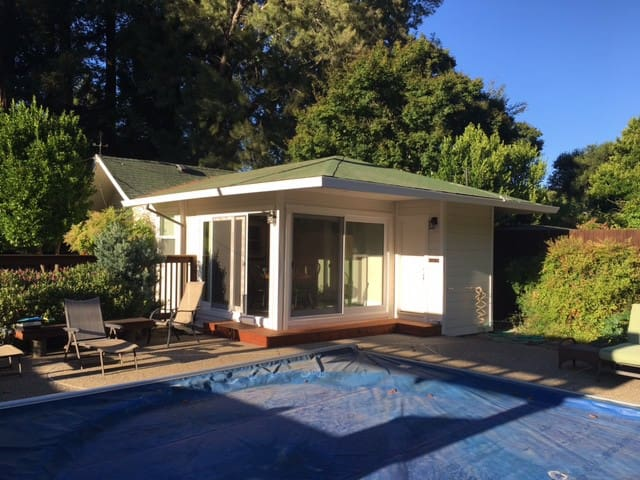 Pool house on large estate close to downtown. - Fairfax - Guesthouse