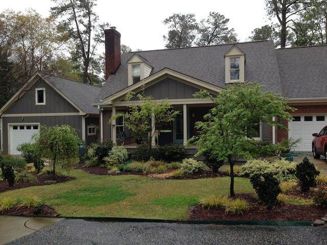Garden Retreat  full home 20 minutes  to Raleigh,