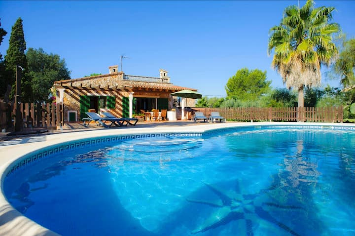 Villa Andaluza with Wi-Fi, Pool, Terrace & Garden; Parking Available on Property