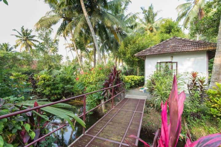 Lakeside Cottages Blended with Nature @ Kumarakom