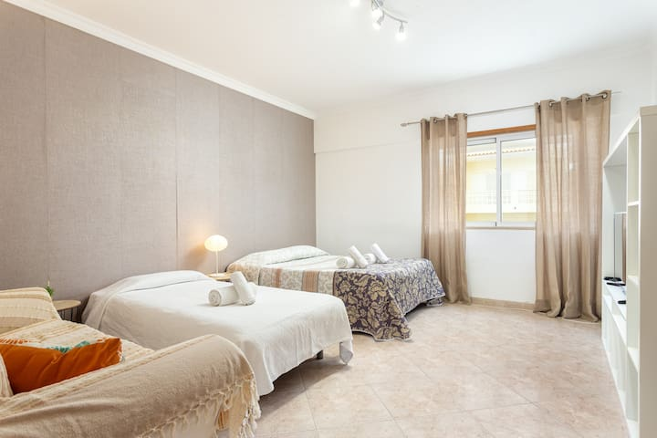 Nelya Room! Quality,Airport,Faro OldTown & Beach
