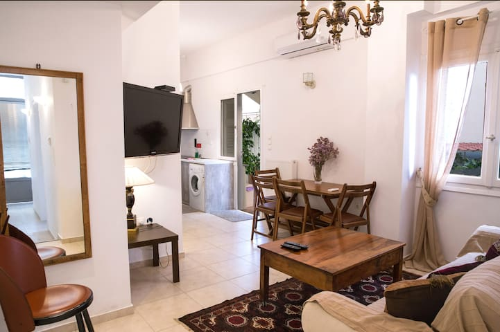 Newly renovated apartment in a quiet Athens area