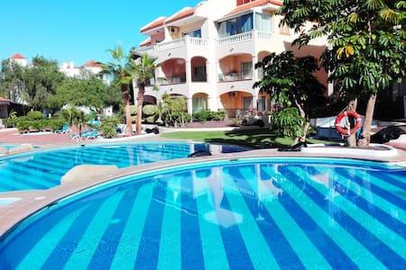 Sun, pools, a/c, wifi, studio, sleeps 2, #107 - Santa Cruz de Tenerife - Daire