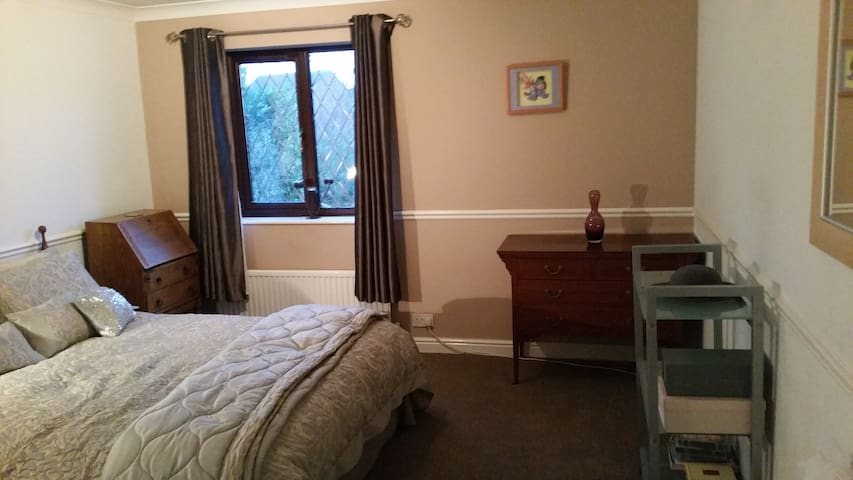 Large Room in executive detached house