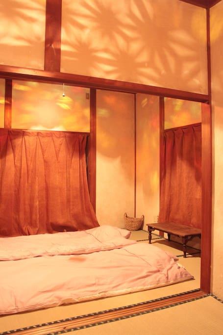 ひょうたんランプの灯りの下で幻想的な夜をお楽しみください!