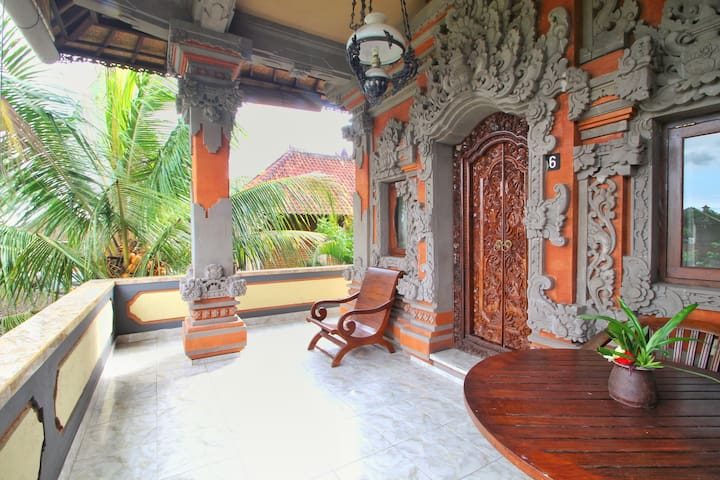 HIBISCUS COTTAGE - Balinese Room Ubud