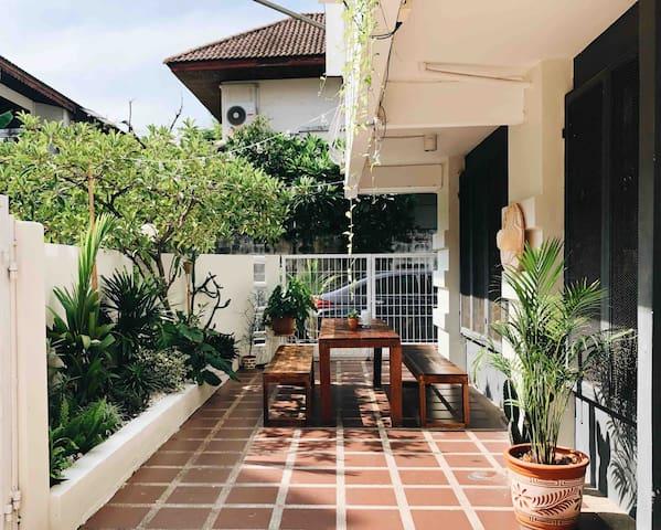 Amazing Designer house 4BR, 10 Pax  in Sukhumvit