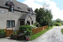 Welcome to Heathergate Cottage, your Dartmoor BnB.  Located along a lovely, peaceful, rural lane.