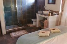En-Suite Open Plan Bathroom