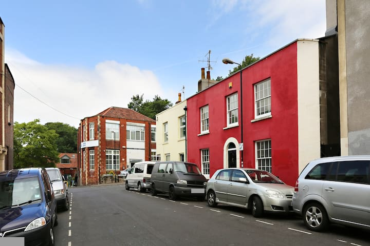 Red Georgian country cottage, Montpelier, sleeps 6