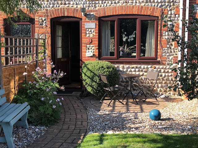 2-bedroom pretty cottage in North Norfolk