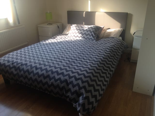 Double room ideal for couples in a quiet area