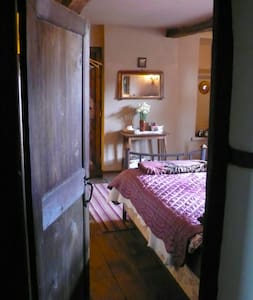 Twin room in historic house. - Ribchester