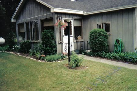 Charming Torch Lake Cottage - Alden - House - 1