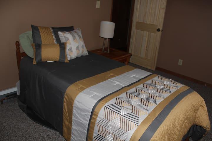 Twin Bed Bedroom 2