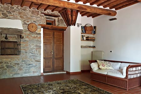 Camera in antica casa colonica sui Monti Pisani