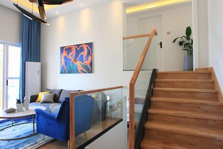 特价【海边的马蒂斯】市中心三亚湾椰梦长廊138㎡海景三层复式loft3室2厅2卫★连住折扣免费做饭