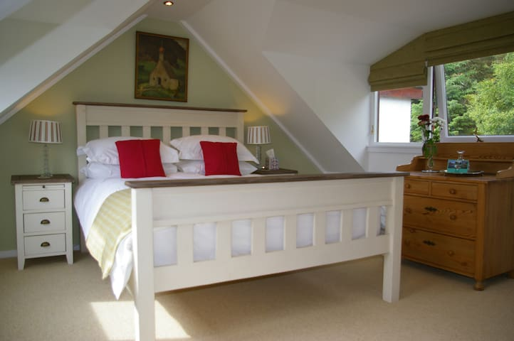 Ceol Mor Bed and Breakfast - Cassley/Oykel - King-size or Twin bedroom with River View, private bathroom