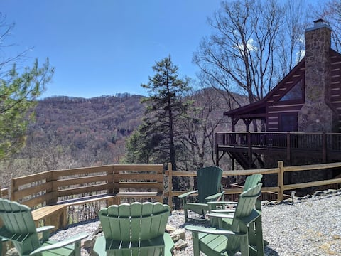 GUEST FAVORITE Cabin Min to Downtown*Hot Tub*Pool Table*Firepit