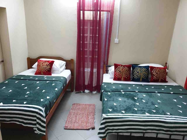 Cosy home with bed and breakfast in Port- Louis