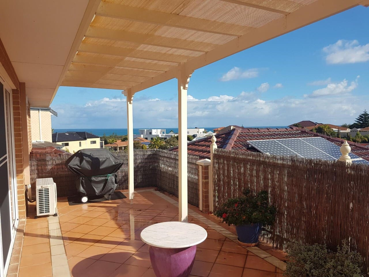 Balcony with sea views, enjoy a barbecue, or breakfast with views to Rottnest