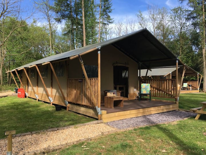 Luxury Mulberry Tent & free LGW parking